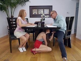 Mouth-watering Honey Stops The Lesson To Get A Desired Orgasm