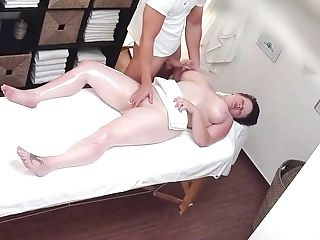 Chubby Czech Honey Gets Poon Fingerblasting By Tricky Masseuse