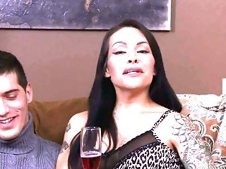 Big Tittied And Big Bottomed Shemale Transsexual Foxxy Gives Interview