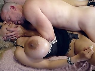Supah Steamy Blondie Chick With Thick Breasts
