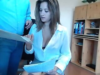 Assistant Tempts Her Manager At Work Live