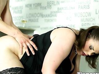 Curvy Bbw Pegging Her Sub In Threesome