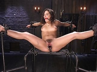 Hump Playthings Can Please The Sexual Desires Of Tied Woman Abella Danger