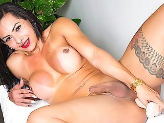 Big Booty Shemale Isabelly Ferreira Fake Penis Onanism