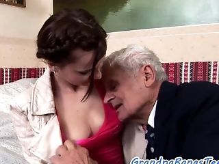 Oral Loving Nubile Gets Pussylicked By Oldman
