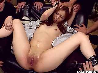 Japanese Bitch Karin Yazawa Spreads Gams To Get Her Poon Clean-shaved