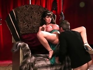 Hot Queen Is Being Fucked By This Big-dicked Knight