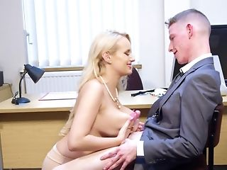 Big-titted Mummy Shares Rich Hump Practice With Attractive Stud