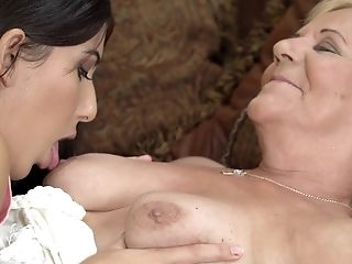 Lili Gets Her Cunt Eaten And Fingerblasted By Anya Krey