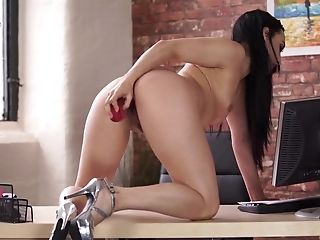 Long-legged Assistant Chloe Lovette Is Frolicking Yummy Raw Fuckbox Sitting On The Table