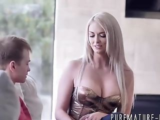 Xxx Sexy busty girl video