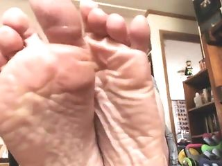 Mikki's Flawless Puckered Feet