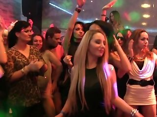 Women Night Out Turns Into Massive Fellatio Jamboree For A Lucky Dancer