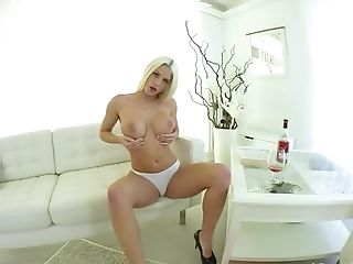 Virtual Reality Huge-chested Stunner