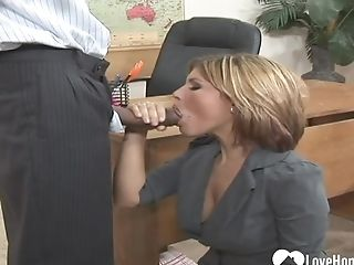 Black Dude Pounding An Experienced Matures Housewife