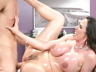 Well-lubed Up Ariella Ferrera Fucks Her Massagist