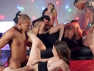 Group-bang Sexual Congress With Four Hot Ladies And Two Dudes