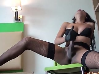 She-male Masturbates Her Dick With Palm Packed In Rubber And Goes Gay-for-pay To Nutting!