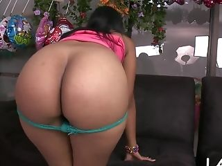 Big Backside Of Latina Stunner Gets Exposed
