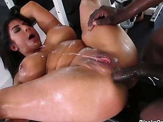 Well-lubed Fuck Slots Of Sporty Curvy Cougar Raven Hart Get Boned By Big Black Cock Holder