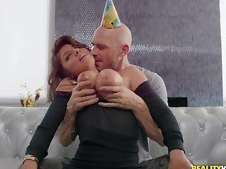 Ella Knox Oils Up Her Tits Before Sucking And Railing Spunk-pump